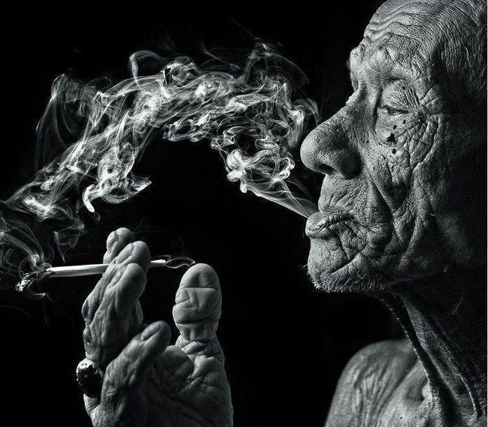 bakmayın elimin kırışıklığına, yardımı olmayacaksa kafamın karışıklığıma .. by Arda Ahmetgil