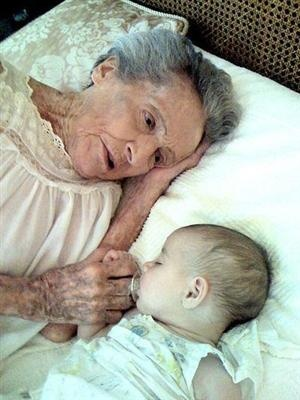 Eve and Arrow Marie. 102 years and 120 days between them. What an awesome picture