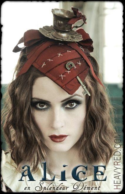 Alice en Splendeur Dement - TEACUP COUTURE GOTHIC HAT
