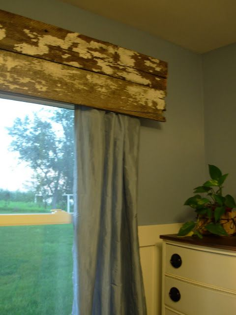 Reclaimed wood valance #DIY #repurpose love this! Geoff could make! Would look great in B's/guest room!!