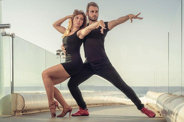 """""""GREASE""""  Esta segunda sesión con TamarayCándido salió de película.  ARTE Y DETERMINACIÓN en mayúsculas!!!  Bailarines: Tamara CV y Cándido J. Izquierdo Melguizo Fotografía: Alfonso Valdivieso  #salsa #bachata #dance #baile #parejas #bailedeparejas #dancer #dancing #strobist #baileacrobatico #fitness #bodyfitness #deporte #fotografiadedeporte #alicante #alicantegram #grease #travolta #olivianewton #motivacion #motivation #athletic #acrobacias"""