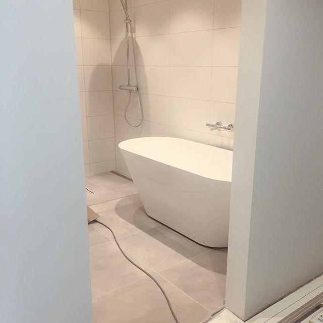 God helg  Badekar og dusj installert i #villariarveien  #bad#badekar#dusj#baderom#bathroom#interiør#interior#vibyggernytt#vbn#vibyggerhus#minbolig#nordiskehjem#skandinaviskehjem