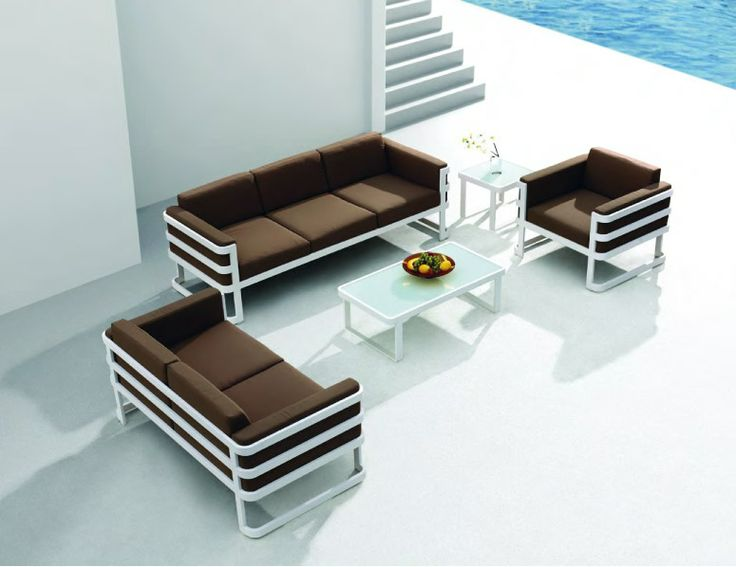 The Salone lounge set pays homage to the enduring modern designs of the retro period. Groovy meats modern in a twist of events - See more at: http://www.mobelli.co.za/collections/salone-collection.aspx#sthash.JdzfDgPh.dpuf