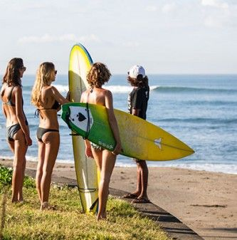 Bali surf camp Canggu: surf resort close to the beach