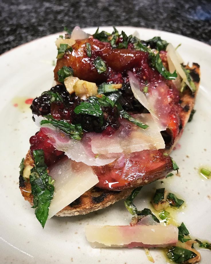 Ottolenghi: Roast fig and blackberry bruschetta. With pecorino.
