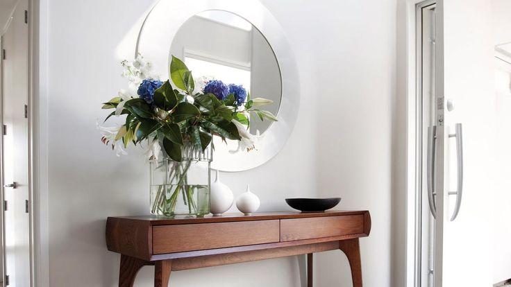 Entrances - space, colour, lighting, mirrors - Mitre 10