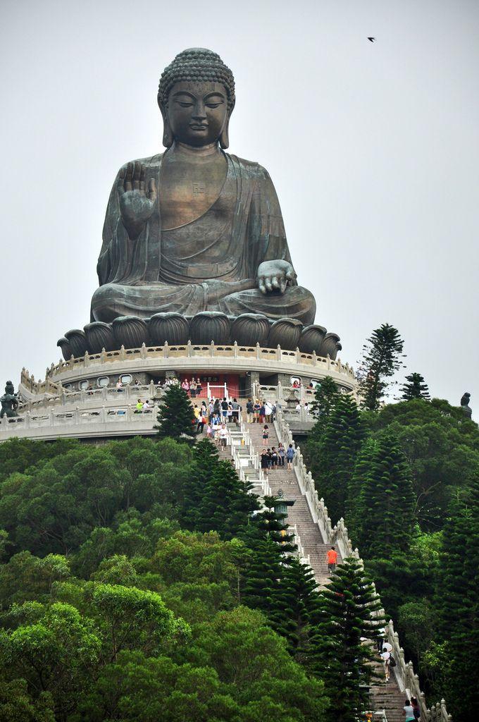 Tian Tan Buda Estatua (Gran Buda), Hong Kong. Las piernas estaban muriendo después de subir las escaleras.