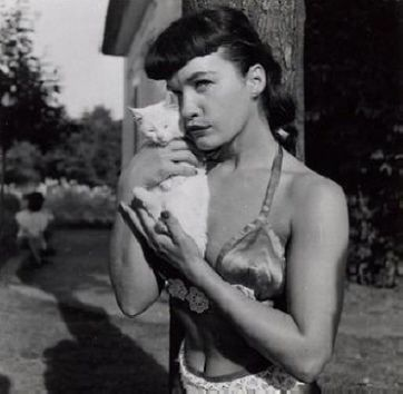 Bettie Page <3s kitty