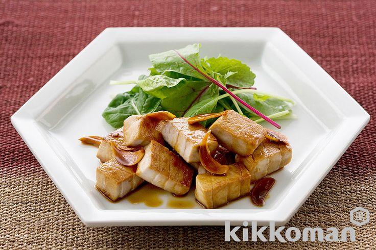 まぐろのステーキ にんにくしょうゆソースのレシピをご紹介。まぐろを使って簡単お手軽に調理できます。炒め物や煮物から揚げ物まで様々な献立レシピを簡単検索!お弁当や健康(ダイエット)レシピもご用意しています。キッコーマンのレシピサイト【ホームクッキング】