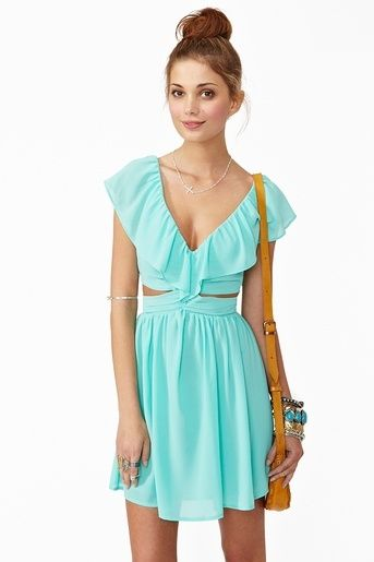 love the color and style.. but that color may not look good on me :/