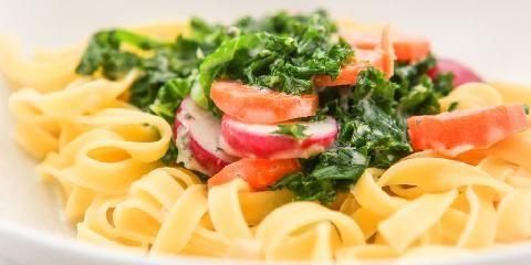 Sunn pasta med grønnkål - Dette er en oppskrift med grønnkål. Og med grønnkål blir også en pastasaus sunn - og god!