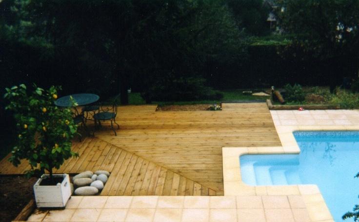 Terrasse sur le bord dune piscine, pour sentir une texture lisse sous
