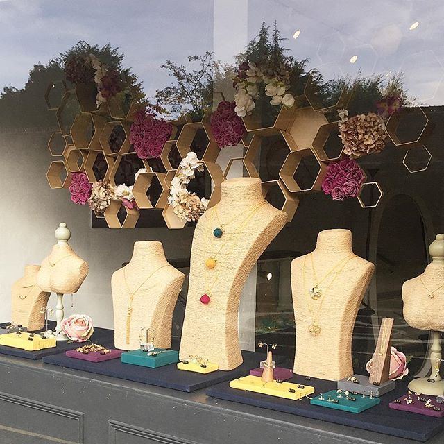 🌿🌸:: The Bee & Honeycomb Windows :: 🐝🌿 How gorgeous are our new Otford honeycomb inspired windows! ❤️ Keep your eyes out for the new Tenterden & Bath AW17 windows too. 🌼  .  .  .  #BillSkinner #otford #tenterden #bath #sevenoaks #kent #shoplocal #shopindie #bristol #visualmerchandising #shopwindows #jewellerydesign #jewelrydesigner #honeycomb #bees