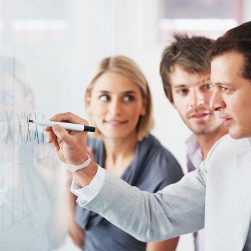 """""""Se você se considera um bom chefe, vai querer ser ainda melhor. Um bom gestor faz um exercício constante para inspirar cada vez mais a sua equipe.""""  Por isso, a Revista Época NEGÓCIOS tem 06 dicas bastante simples sobre como ser um líder melhor para os seus funcionários. Vamos conhecê-las? Basta acessar: epocanegocios.globo.com/Inspiracao/Carreira/noticia/2012/12/seis-dicas-simples-para-ser-um-chefe-melhor.html  (via Revista Época Negócios)"""