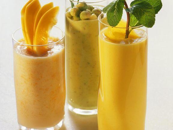 Exotische Fruchtshakes ist ein Rezept mit frischen Zutaten aus der Kategorie Fruchtgemüse. Probieren Sie dieses und weitere Rezepte von EAT SMARTER!