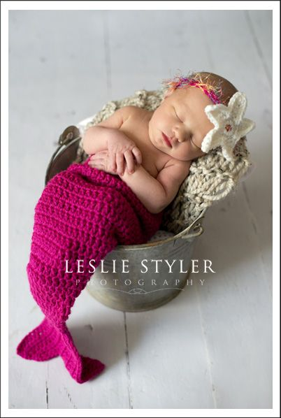 I was just tellin my friend that I would crochet somethin like this for a baby. So cute.