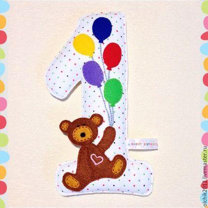 Купить или заказать Цифра из фетра в интернет-магазине на Ярмарке Мастеров. Цифра из фетра! Станет отличным подарком на первый день рождения малыша! Также станет отличным украшением для детской комнаты и развивающей игрушкой Цифра сшиты из качественного фетра полностью вручную. Размер цифры – 23х12,5 см. Цифра может быть именная – на шариках можно вышить имя ребенка. Цена цифры на фото – 500 рублей.