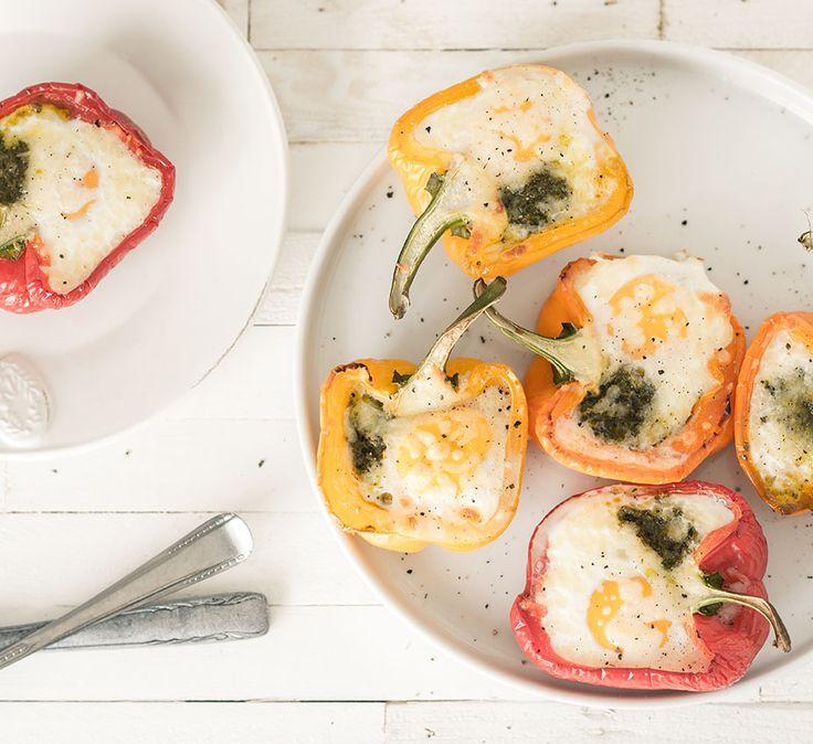 Paprika's gevuld met ei pesto en mozzarella