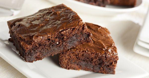 O Brownie de Batata Doce é uma receita especialmente deliciosa e inovadora. Você vai amar. Experimente e confira o sabor e a cremosidade incríveis deste br