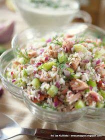salatka ryzowa, z kurczakiem wedzonym, mieso kurczaka, z ogorkiem, lunch, na impreze, lekko i zdrowo, lekka salatka, domowe jedzenie