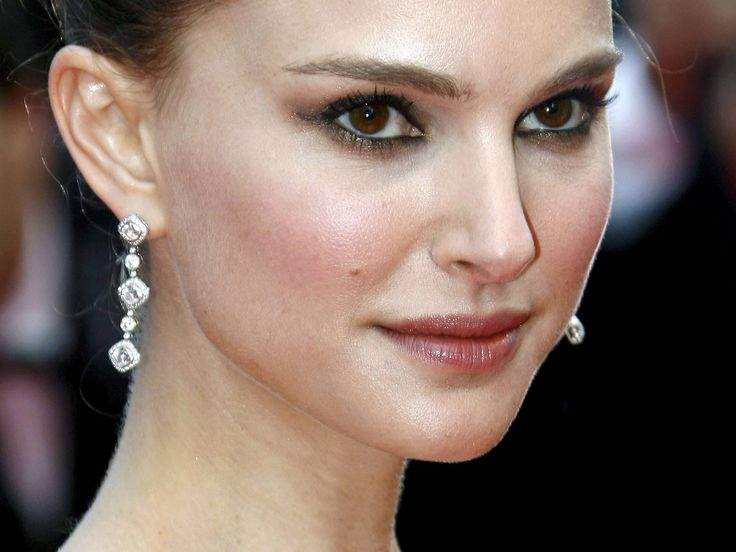 Find out the Top Ten Sexiest Hollywood actress The Top ten of our sexy as well as great actresses have a host of famous celebrities. Talented women, have