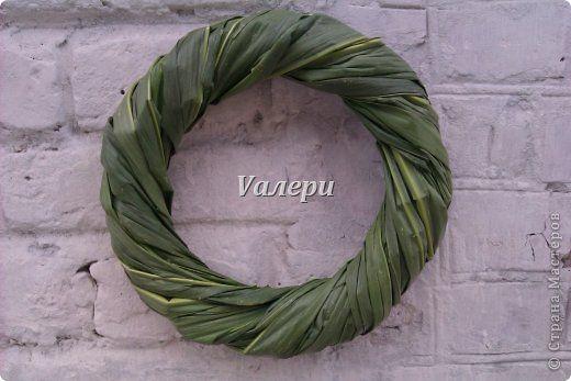 Основа для венка из листьев кукурузы. Диаметр ок. 25 см. Материалы: березовые прутья, листья кукурузы фото 1