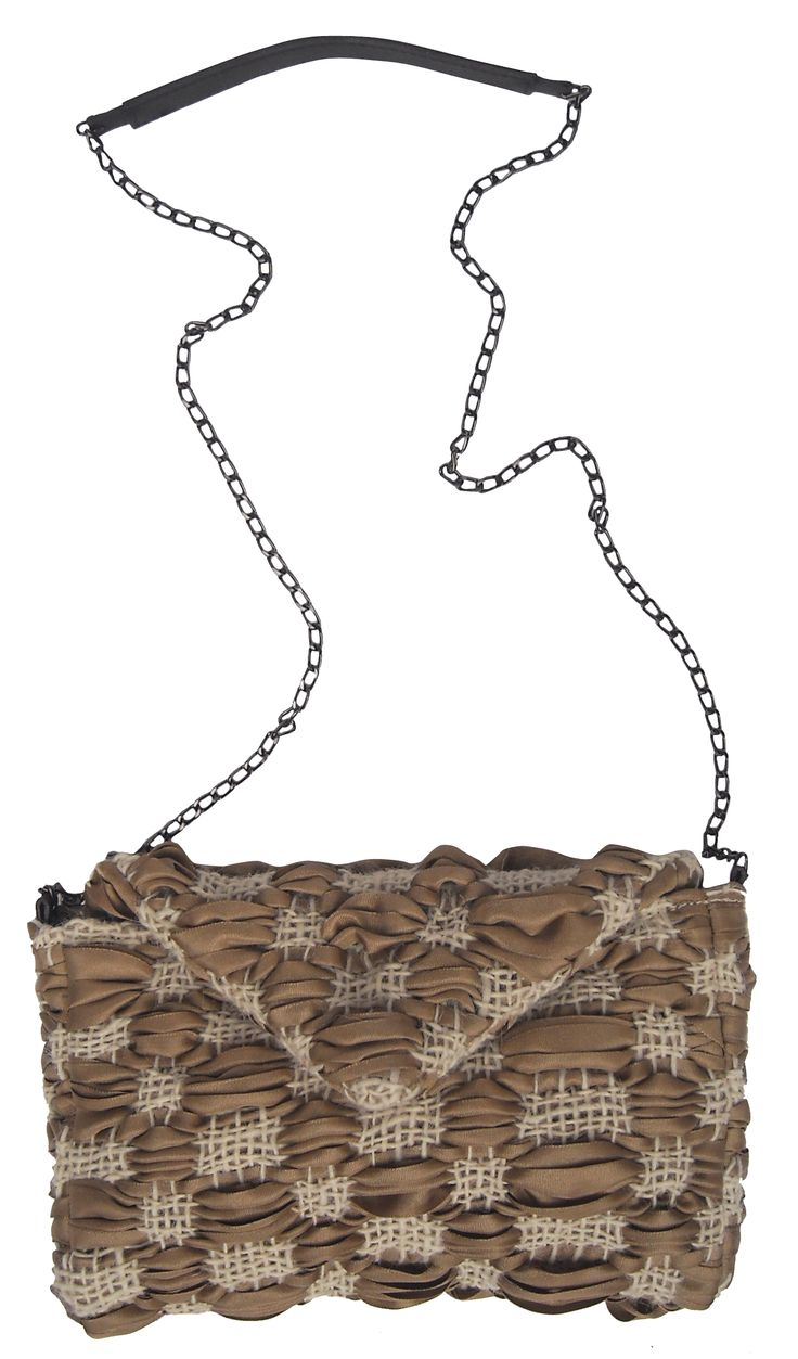 Lettera chain bag in handwoven fabric primitive ecrù and natural. chain handle. magnetic closure