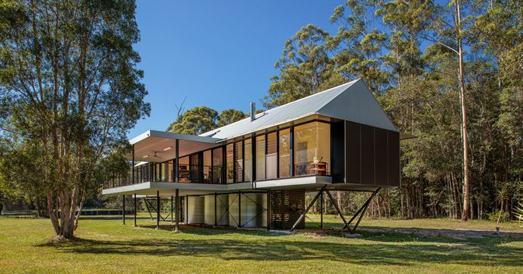 Platypus Bend House: An Elevated House with Rainwater Tanks Underneath