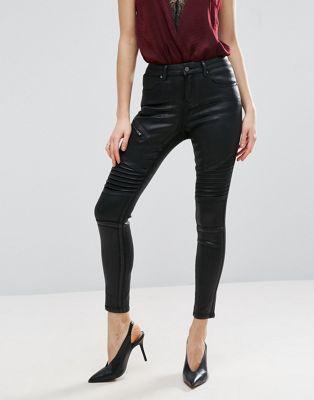 Черные джинсы в байкерском стиле с классической талией и напылением ASOS 'Sculpt Me'