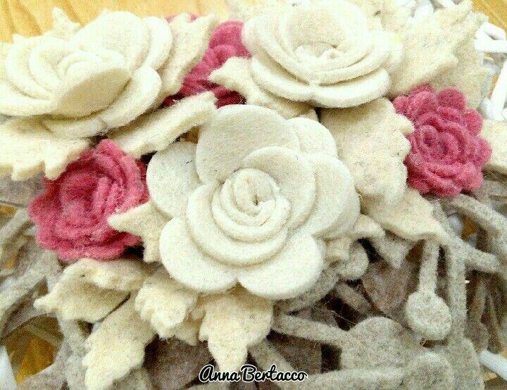 Roselline tagliate con la Big Shot# feltro pannolenci fiori decori.