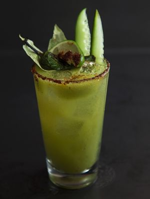Green Michelada! Check out this drink recipe and printable recipe card here. #drink #recipe #printable