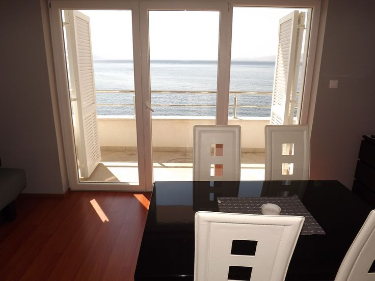 Apartments Komadina Novi Vinodolski -  Black&White www.croatia-apartments-accomodation.com/BlackAndWhite.htm