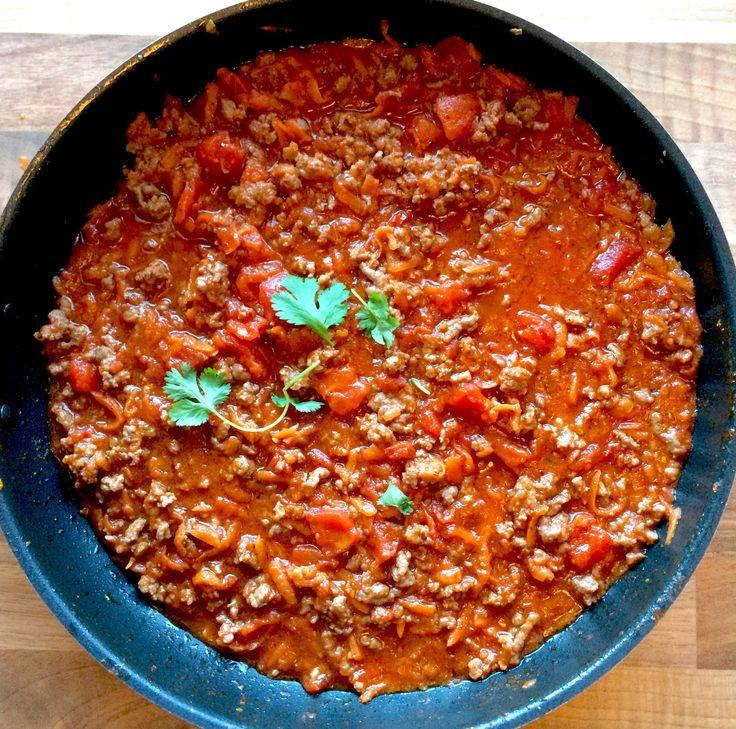 Leter du etter en lavFODMAP-tomatsaus som passer til det meste? Da er oppskrift på lavFODMAP bolognese uten løk og hvitløk noe for deg