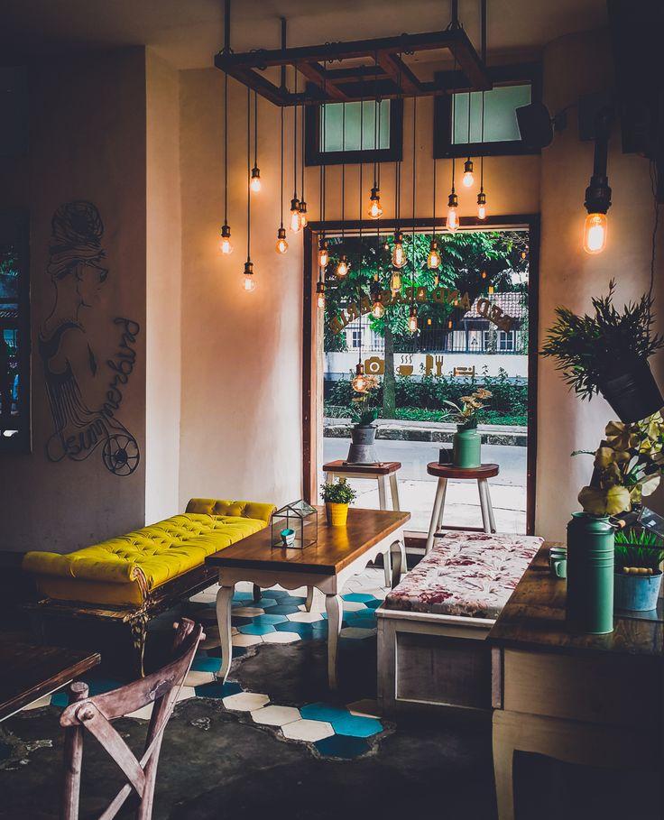 Summerbird - Bed and Brasserie Bandung