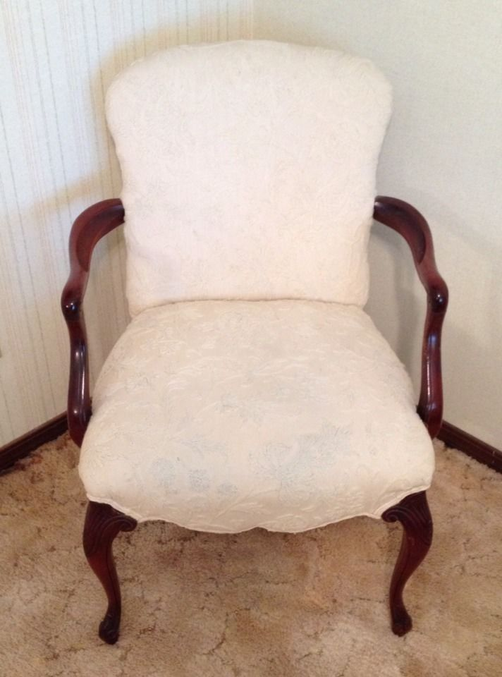 Antique Beige Fabric Traditional Chair With Wooden Legs