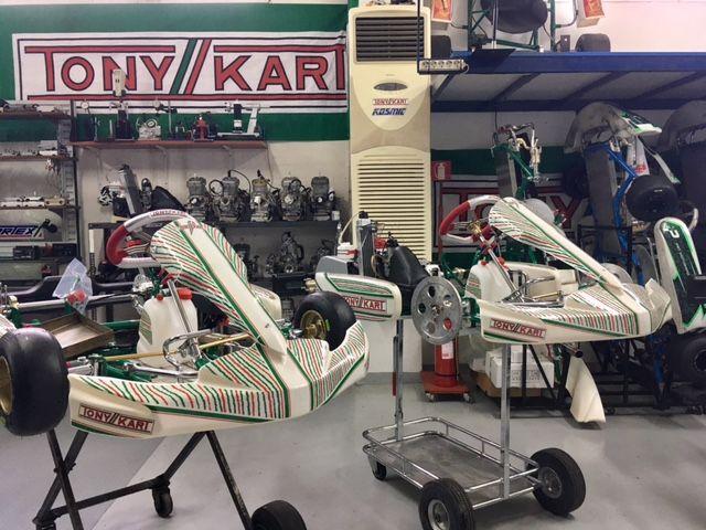 Το καινούργιο παιδικό καρτ της Tony kart ανανεώνεται! Η μικρογραφία του σασί Tony kart Racer 401S είναι το Tony kart Mini NEOS. Κατάλληλο για όλες τις κατηγορίες ΜΙΝΙ με νέα τρόμπα φρένων ενιαία, με νέο σχεδιασμό ζάντες αλουμινίου, καινούργιο πάτωμα, υποπόδιο, ρυθμιζόμενη ντίζα γκαζιού και καινουργιο εργονομικό τιμόνι.