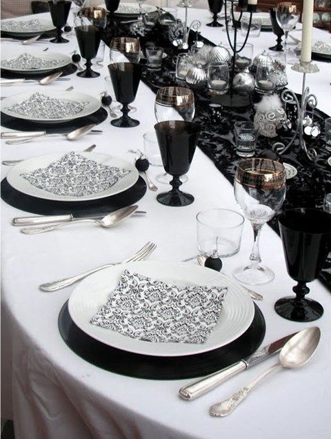 58 Elegant Black And White Wedding Table Settings | HappyWedd.com ...