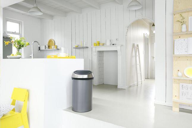 Grâce au système Soft Touch, cette poubelle Touch Bin 60 l platinum de Brabantia s'ouvre d'une simple pression sur le couvercle. #Poubelle #Cuisine #Collishop