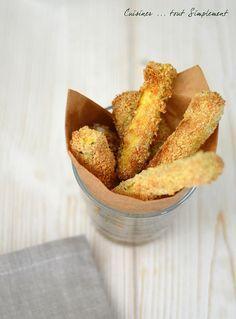 Facile à réaliser ... ces petites frites de courgette feront sensation lors de votre apéritif entre amis. Ingrédients ( pour 4 personnes ) 4-5 courgettes moyennes 60g de la chapelure 50g de parmesan 2 oeufs Sel et poivre Fleur de sel Préparation : Préchauffer...