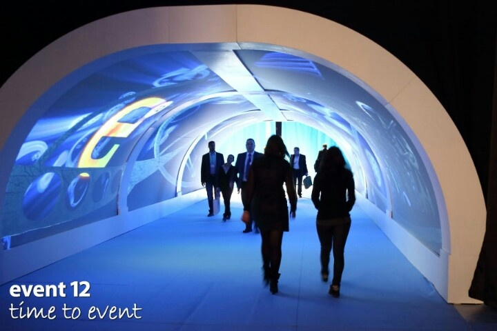 Event 12 entree tunnel