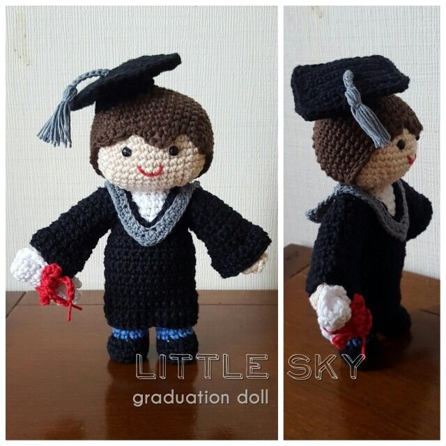 Amigurumi graduation doll