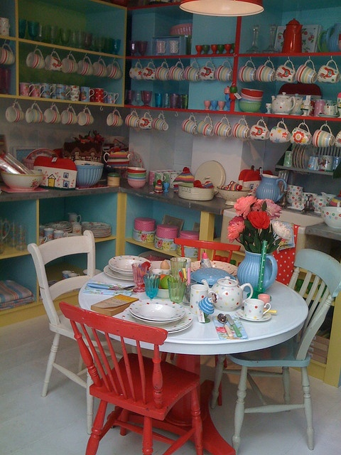 mix and matchKitchens, Favourite Shops, Cottages Style, Kidston Shops, Colours Chairs, Shops Display, Shabby Sweets, Cath Kidston Visual, Cafes Ideas