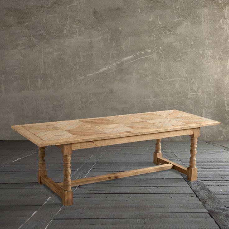 TAVOLO CLIFTON Ideale per riunire la famiglia in occasione di cene e riunioni, il tavolo Clifton imporrà il suo stile diventando il protagonista del vostro ambiente. Questo tavolo reattangolare è realizzato in legno di pino antico, inoltre il top è caratterizzato da una trama di listelli incrociati.