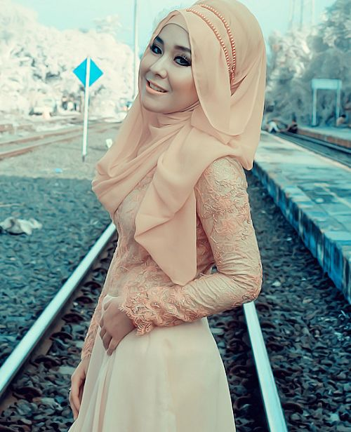 Elegant Peach,Beige and Golden Dresses Hijab Trends  olkjk