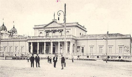 Rimini 1900 circa Kursaal Apertura: 1873. Progetto: G. Urbani. Era dotato di sala caffè, gran sala ristorante e da ballo, sale da gioco, per la lettura, da conversazione e sale e salotti da fumo.