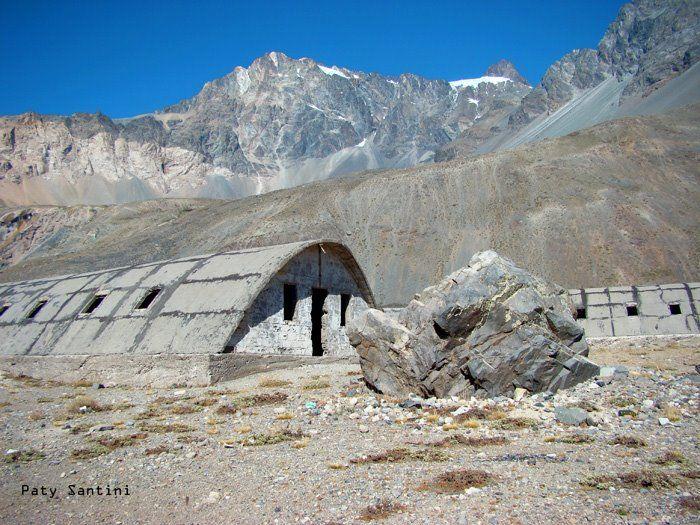 Campamento minero abandonado en Embalse El Yeso, Cajòn del Maipo, Santiago, Chile. | Mapio.net