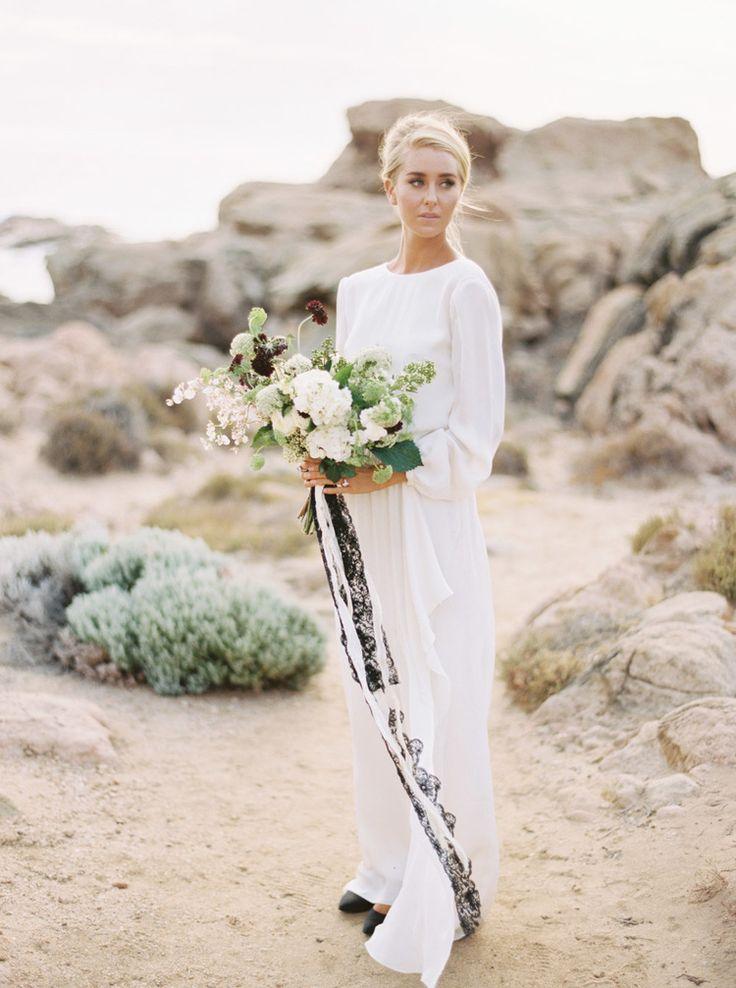 J'adore le bouquet, les couleurs et surtout les longs rubans.