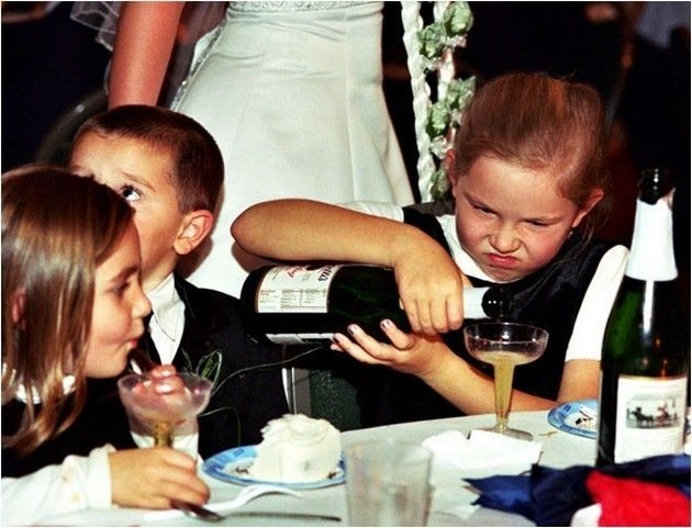44 Hilarious Wedding Photo Fails, #23 Is The Weirdest Thing I've Ever Seen. - http://www.lifebuzz.com/big-day-photos/