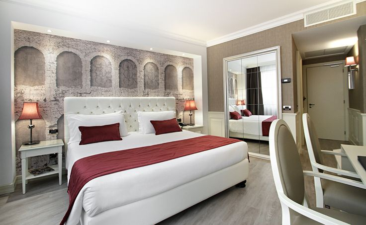 Hotel Giberti in Verona, customized wallpaper with the arches of the Arena printed by Inkiostro Bianco.
