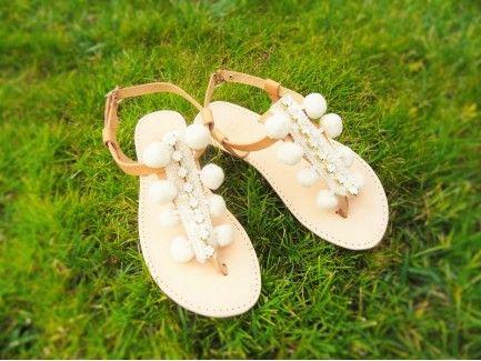 Pom pom T strap Sandals
